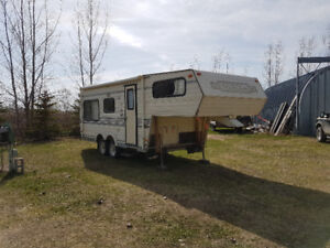 Very clean older 5th wheel trailer