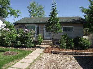 Downtown Fully Furnished and Equipped 2 Bedroom-Top of House