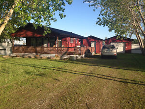 Here's a winterized 3 bedroom cottage located at Burgis Beach