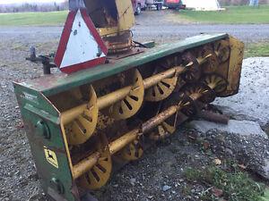 Soufleuse a neige 8' John Deere snow blower pour tracteur
