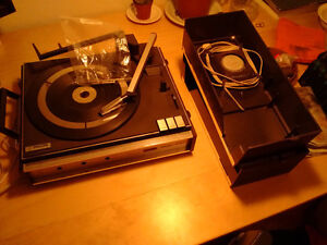 Philips 447 Stereo portable turntable + speakers