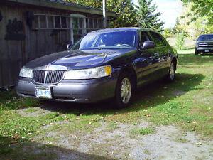2002 Lincoln Town Car Sedan