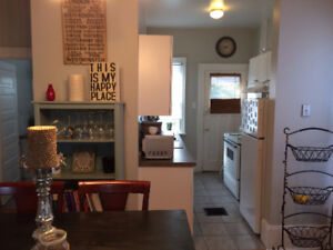 Beautiful 2 Bed 1 Bath Upper In Desirable Old South/ Wortley