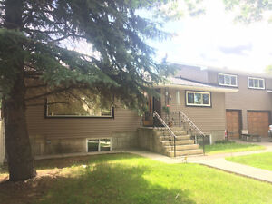 Executive Huge 2 Bdrm main floor near downtown! Coming Sept 1!!