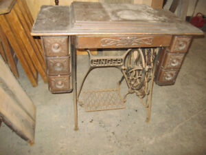 VINTAGE SINGER SEWING MACHINE WITH CAST IRON BASE ANTIQUE