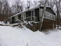 cottage sis directement sur le lac