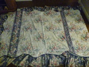 SINGLE BED SET WITH MATCHING WINDOW TOPPER FOR SALE
