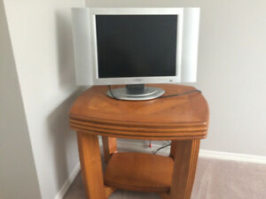AUDIOVOX 20  inch TV plus UNIQUE ANTIQUE TABLE