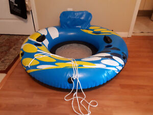 INFLATABLE ISLAND 1 adult or 2 kids.