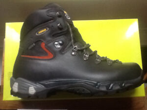 Chaussures neuves /marque ASOLO  power matic 200 GV