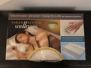 NEW SARAH PEYTON WELLNESS ERGONOMIC MEMORY FOAM PIILOW