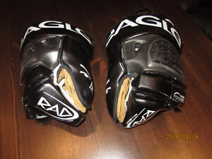 Men Eagle Sentry Lax Goal Gloves M/L Excellent condition.