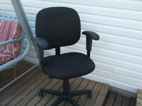 OFFICE / COMPUTER CHAIR $10