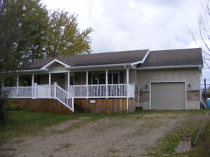 Country Bungalow Close to Lake, Port Elgin, and Kincardine