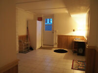Erb/University, 3 bdr+ spacious lower apartment in a house for r