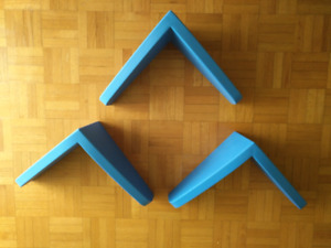 3 Petites étagères décoratives bleues à 15 dollars