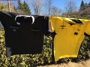chandail et drapeaux  et cartons pour arbitre de soccer