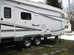 Fifth Wheel in Mobile Home Park