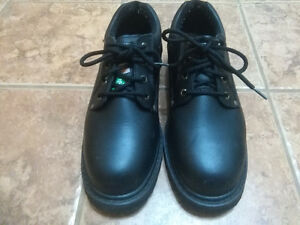Men's WORK PRO steel toe work shoe for sale. Size 13