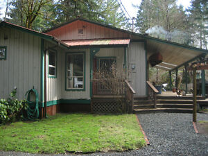 House, Shop, 1.5 Acre, Very Private, Close to Courtenay,