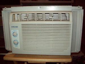 2 Air climatisé « fixe » de fenêtre