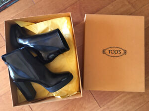 Ladies Tods black ankle boots