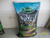Scotts large bag of black mulsch