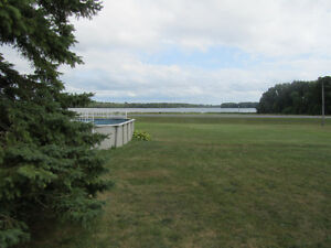 VIEW THE ST LAWRENCE FROM YOUR FABULOUS SUNROOM! Cornwall Ontario image 10