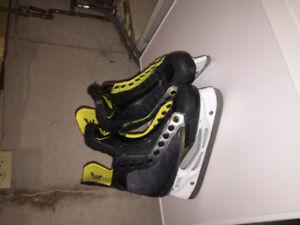 Easton RS, skate size 4.0 skates.