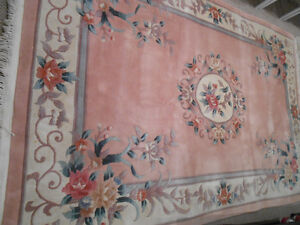 For sale beautiful rug 6' x 9'