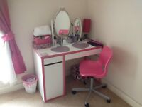 Dressing table/desk and chair