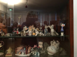 Collection de figurines de chats