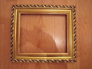 Beautiful Goldleaf Wooden Picture Frame $25 Cadre finition or