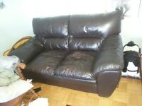 Leather couch love seat  / sofa en cuir causeuse