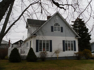 Beautiful Home on an Extra Large Lot of Land in Botwood!