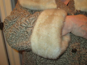Beautiful Lambs Wool And Mink Collar Coat Kingston Kingston Area image 5