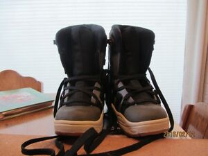 Snowboard Boots - Child's Size 3 US   Immaculate Shape Moose Jaw Regina Area image 2