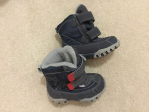 Kid's Size 5 Winter Boots