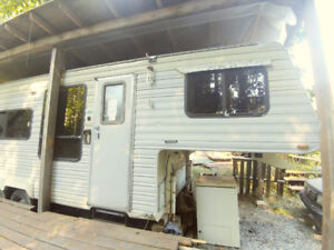 2500 OBO - priced to sell - 23ft Komfort fifth wheel w woodstove