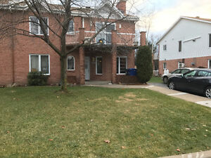 Quiet, large furnished 4 1/2 with big backyard - L'Ile Perrot