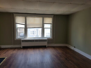 city center/1 bedroom/off street parking
