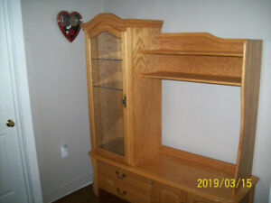 VERY BEAUTIFUL SOLID OAK WALL UNITE'' REDUCED'' $600