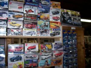 OLDER NHRA   AND  HOT WHEELS  COLLECTABLES AND MODEL KITS London Ontario image 5
