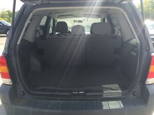 2005 FORD ESCAPE XLT * AWD * PREMIUM CLOTH SEATING London Ontario image 10