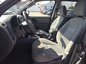 2005 FORD ESCAPE XLT * AWD * PREMIUM CLOTH SEATING London Ontario image 14
