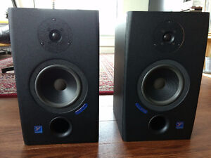 Yorkville YSM1P Powered Reference Monitors / Speakers