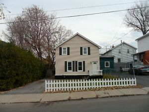 Student  : Nice Home Downtown,4 Bedrooms 2 Baths,May 1st