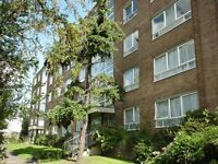 3 bedroom flat in High Mount, Hendon, NW4