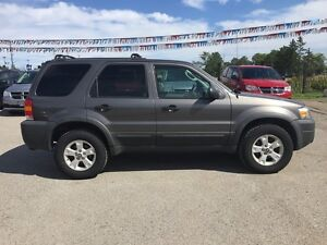 2005 FORD ESCAPE XLT * AWD * PREMIUM CLOTH SEATING London Ontario image 7