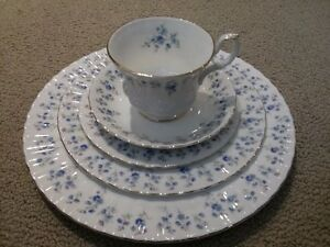 43 Pieces 8 Place Settings ++ Royal Albert Memory Lane Dishes